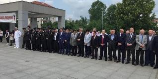 JANDARMA TEŞKİLATI 180 YAŞINDA.  Jandarma Teşkilatı'nın 180'inci kuruluş yıl dönümü etkinlikleri kapsamında, valilik önünde düzenlenen törenin ardından şehitlik ziyareti yapıldı.